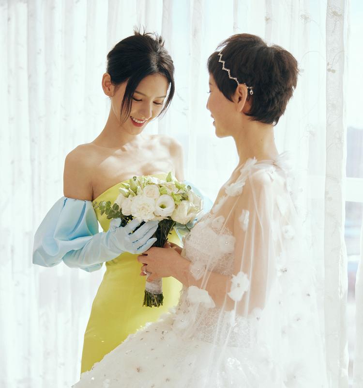 張予曦帶父母拍婚紗照,一家三口全是高顏值,家族基因太強大了