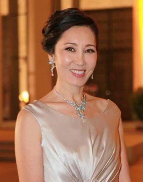 王思聰的媽媽才旺夫:解決公司瓶頸、化解財務危機,還幫兒子還債