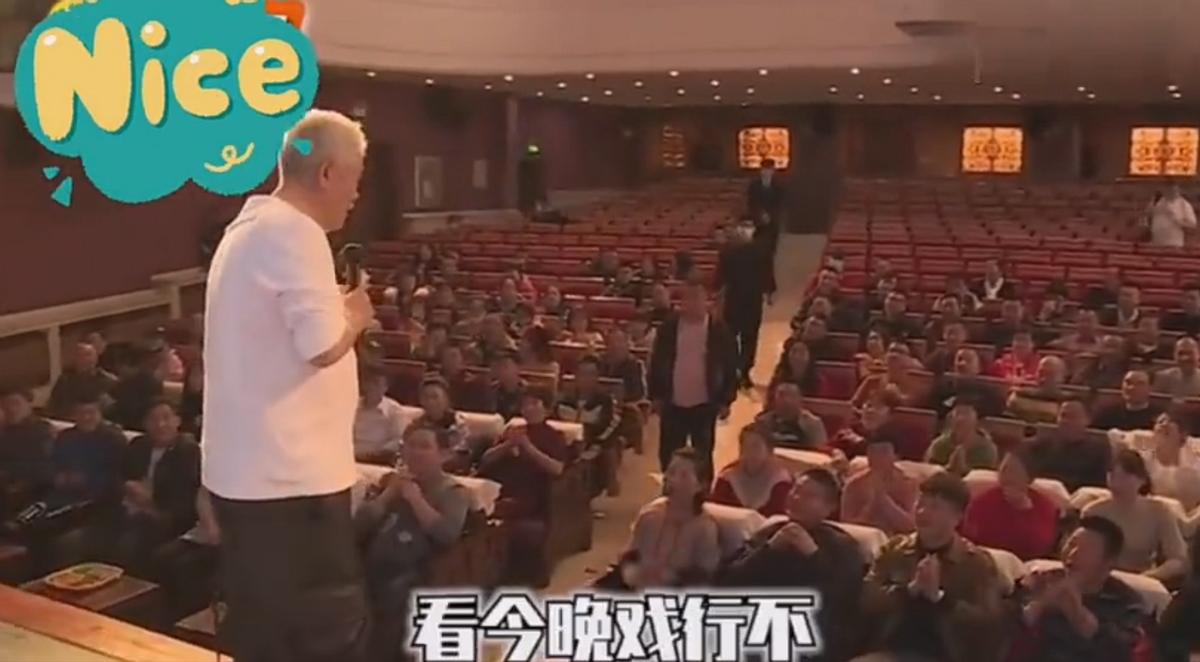 64歲趙本山超豪氣!請上百名群演看戲吃飯,曾給劇組買800斤肥豬
