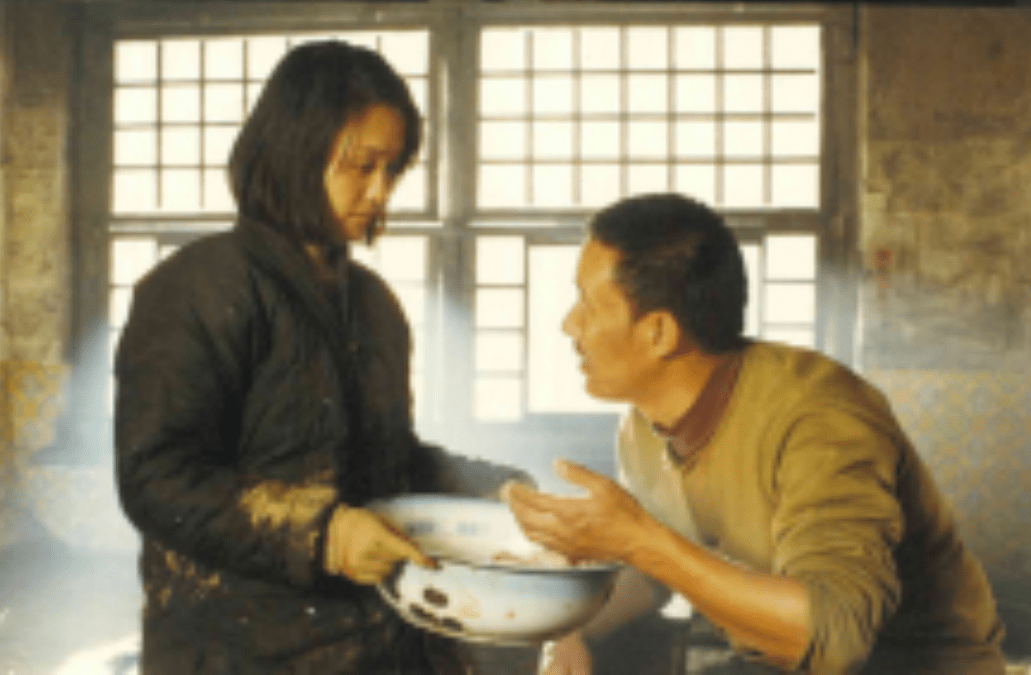 誰說女子不如男?她靠種地帶領全村致富,中國婦女的模範!國產片