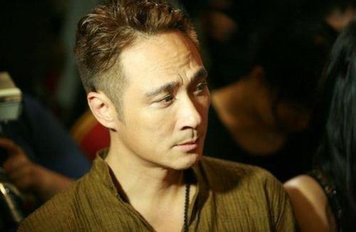 吳鎮宇:與李婉華戀愛8年,卻轉身娶了王麗萍,婚後20年恩愛如初