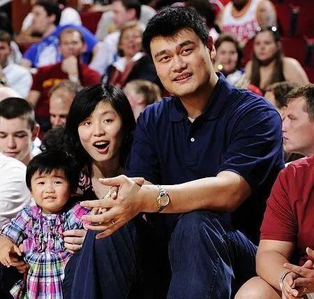 星二代遺傳好基因:姚明11歲女兒身高1米8,曹穎兒子長相帥氣