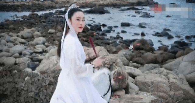 張敏時隔28年再扮趙敏,女神似凍齡氣質依舊,53歲皮膚緊緻惹人羨