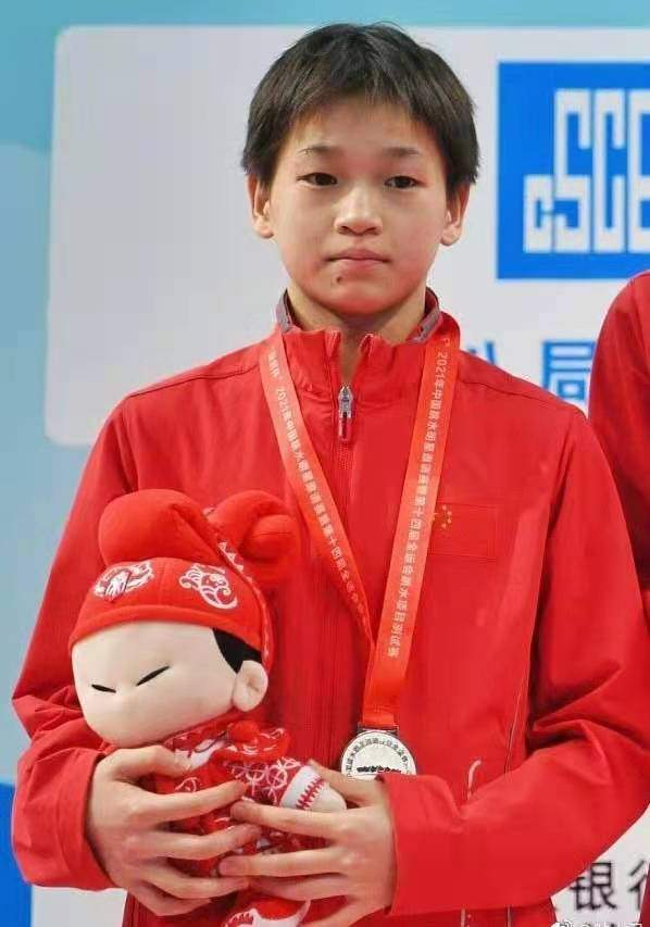 14歲全紅嬋獲跳水金牌,家境被扒惹人心疼,全家務農母親出過車禍