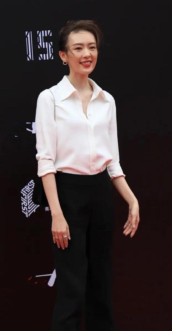 穿白襯衣出場的女星們:袁泉知性,童瑤優雅,鞏俐驚豔