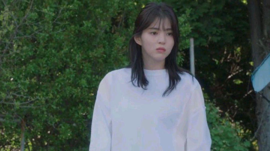 蔡鍾協在《雖然我知道》中演的男二號,對韓素希的投喂戲份太暖了