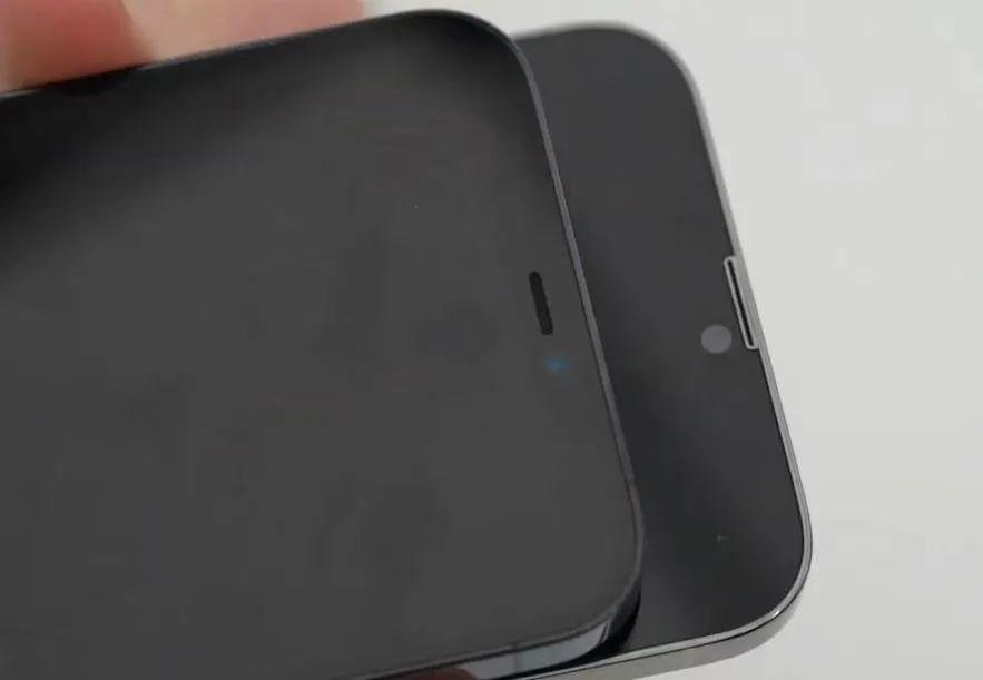 iPhone 13小劉海穩了?螢幕貼膜曝光!